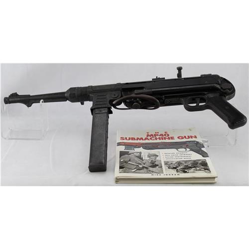 German MP40 Submachine Gun & Book About the MP40 IF07542N
